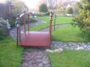 Сухой ручей с мостиком, фото