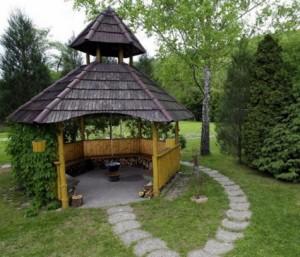 Беседка в саду, фото